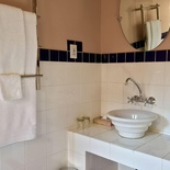 Bathroom, Onze Rust: Emmies' Suite