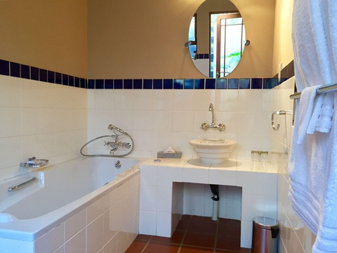 Bathroom, Onze Rust: Colin's Suite