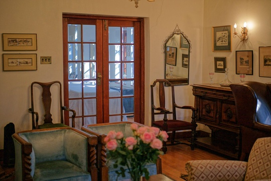 Sitting-room doors to dining-room